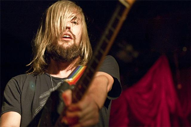Going Live: Band Of Skulls